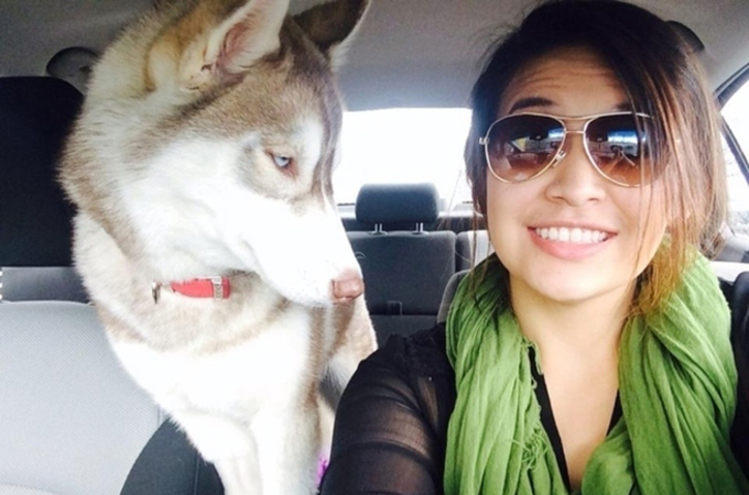 自撮り中毒の飼い主さんに付き合いきれない犬・猫たちのおもしろ表情31選