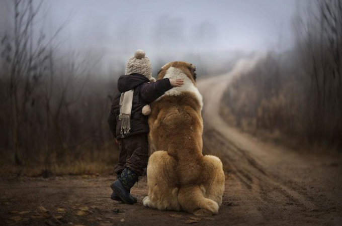 牧場で生活する少年と動物たちを撮った写真が美しすぎる!!