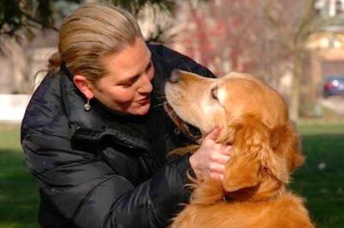 思い出の公園に愛犬の遺灰をまいた女性。次の瞬間の奇跡に心が震える