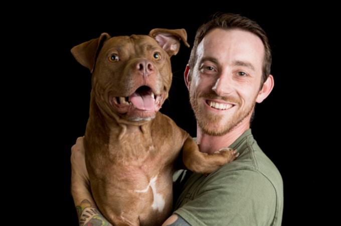 殺処分されるはずだった犬たちを3年間で250匹救った男性