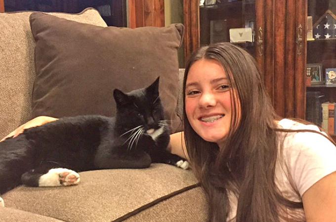 自宅から65km離れた場所で行方不明になった猫。その4ヶ月後、山を越えたところで保護され無事に家族と再会