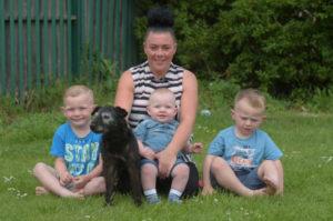 自宅の庭で何者かによって愛犬を盗まれた女性。あることがきっかけで6年ぶりの再開を果たす。