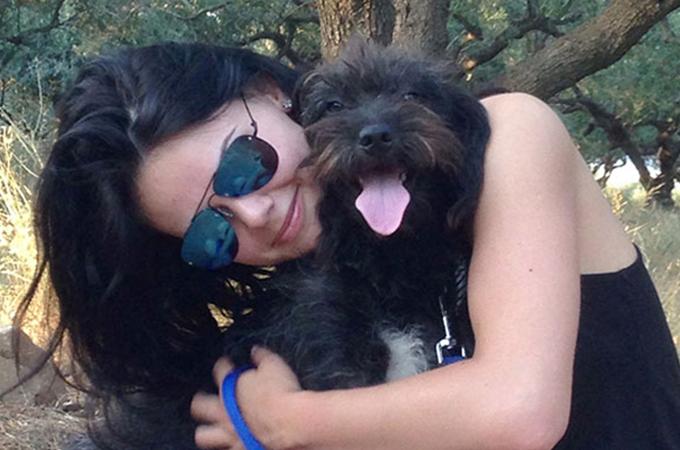 海外旅行中、危険から救ってくれたホームレス犬を保護し家族になるまで