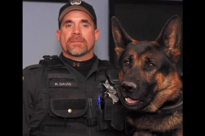銃弾に倒れた警察犬を思い手紙を書いた少女。そのことがSNSを通じ多くの人を動かす