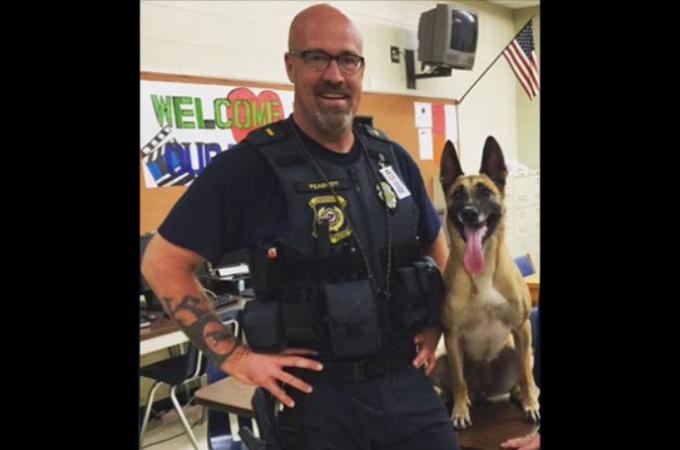 猛暑の中パトカーに置き去りにされた警察犬が熱中症により死亡。職務怠慢だった警察官に非難の声。