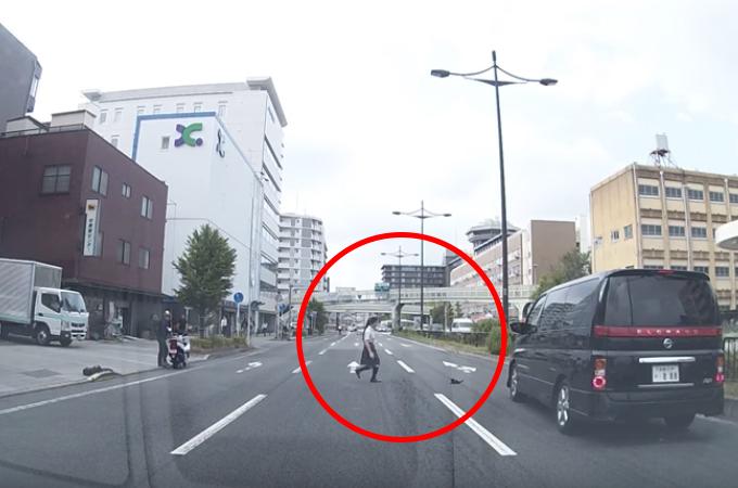 京都の路上で起こった出来事を捉えたドライブレコーダー。YouTubeに投稿すると多くの称賛の声が寄せられる!