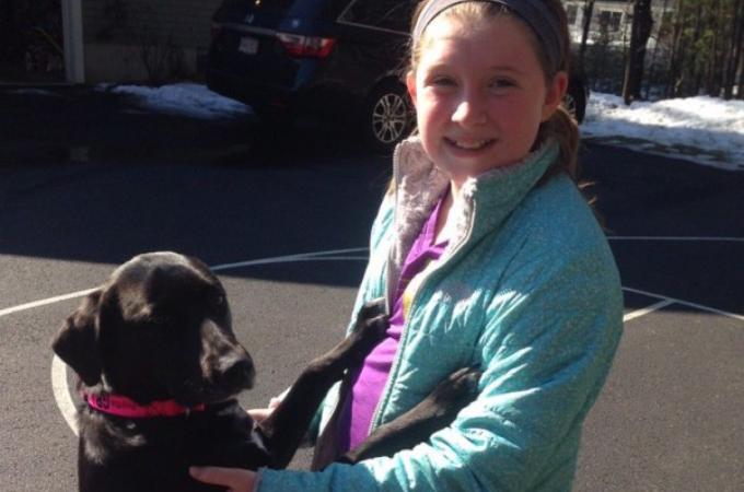 シェルターから帰る間際に出会った犬。なんとかして助けなければと決意した少女がとった行動とは。